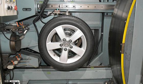 タイヤやゴムの物性など、評価試験を受託しております